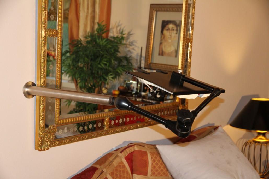 buch und tablet halter zur befestigung an der wand. Black Bedroom Furniture Sets. Home Design Ideas