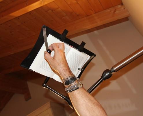 Einfaches Lesen mit dem Book und Tablet Holder
