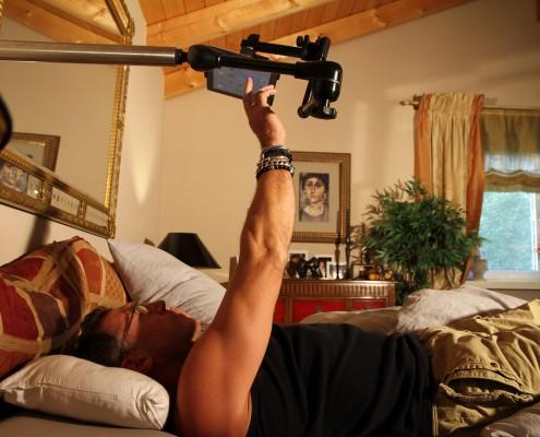 Tablet einfach im Bett lesen mit einer stabilen Halterung